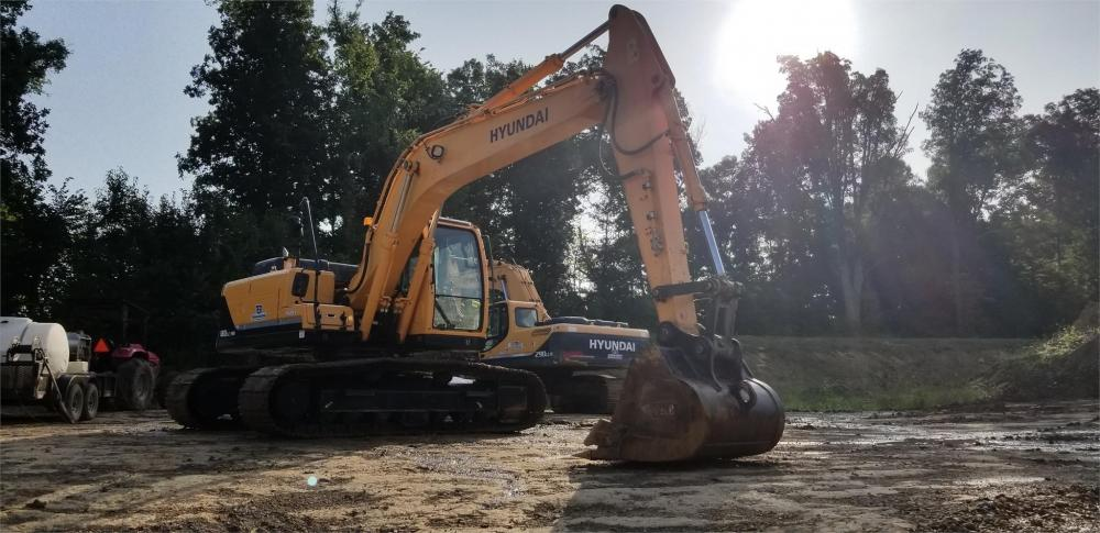 Detail photo of 2015 Hyundai ROBEX 180 LC-9A from Construction Equipment Guide