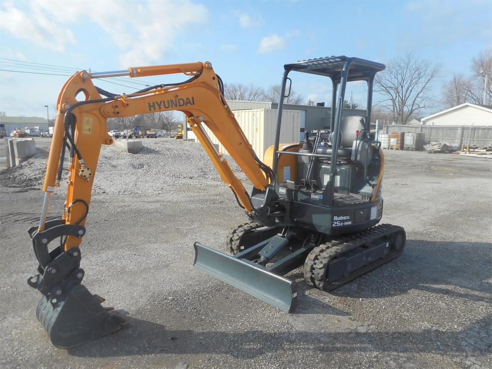 Detail photo of 2017 Hyundai ROBEX 25Z-9AK from Construction Equipment Guide
