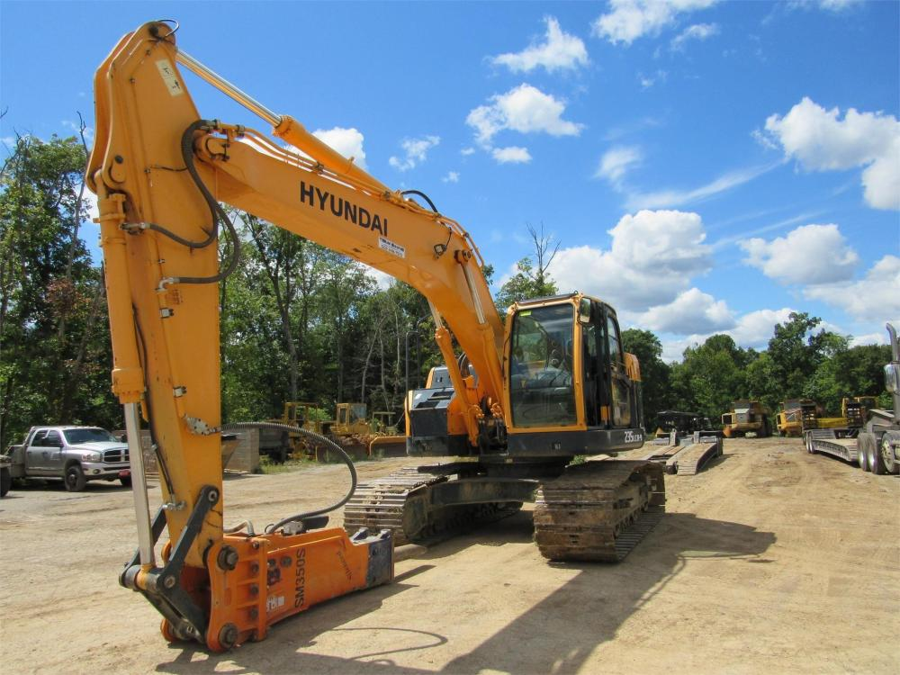 Detail photo of 2012 Hyundai ROBEX 235 LCR-9 from Construction Equipment Guide