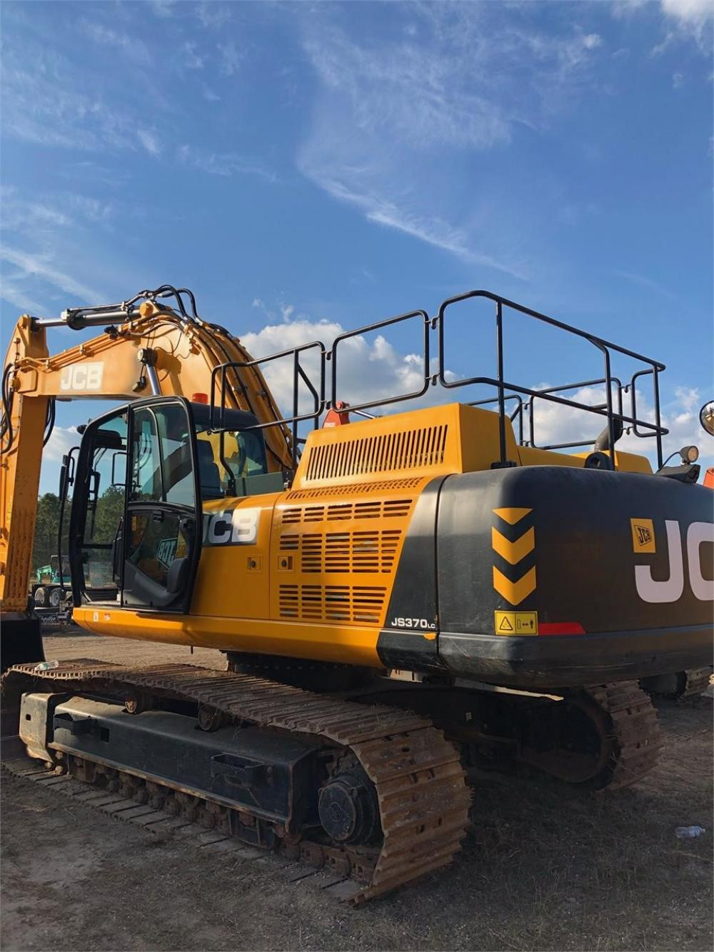 Detail photo of 2016 JCB JS370 LC from Construction Equipment Guide