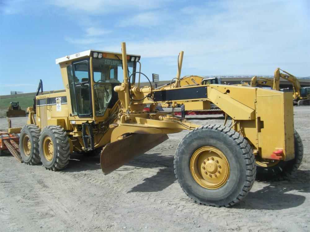 Detail photo of 2001 Caterpillar 140H from Construction Equipment Guide