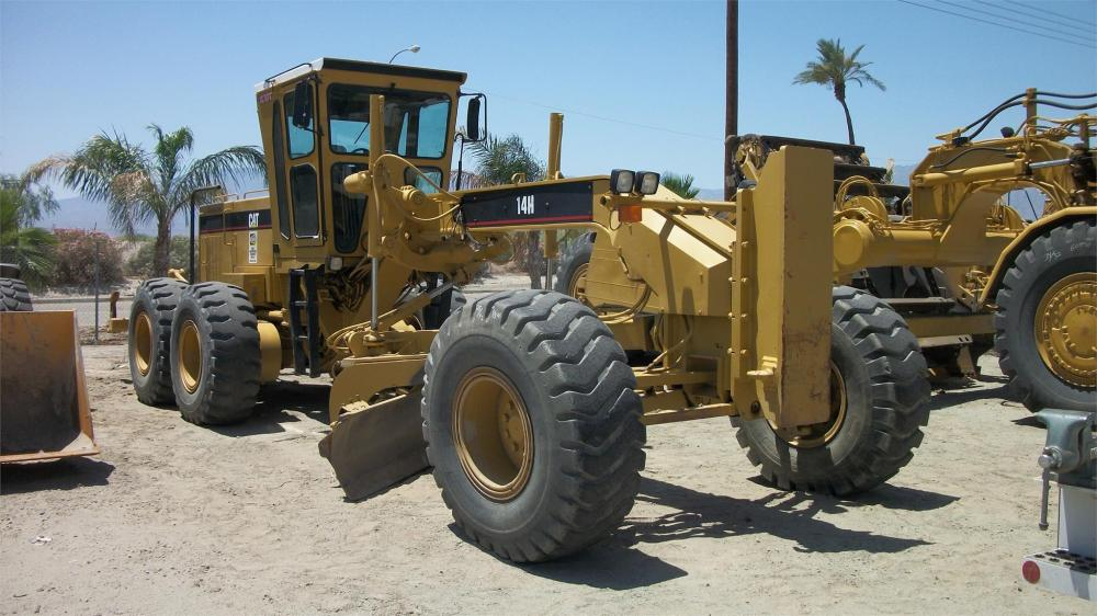 Detail photo of 2001 Caterpillar 14H from Construction Equipment Guide