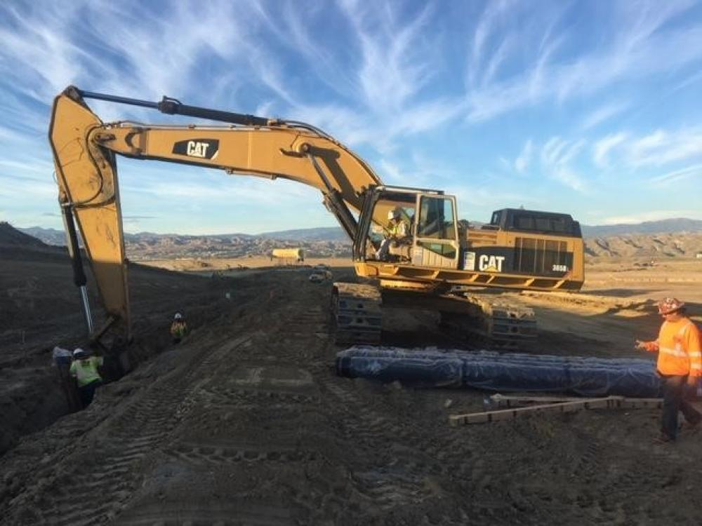 Detail photo of 2000 Caterpillar 365BL from Construction Equipment Guide