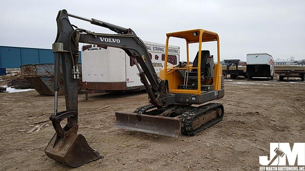 Detail photo of 2002 Volvo EC35 from Construction Equipment Guide