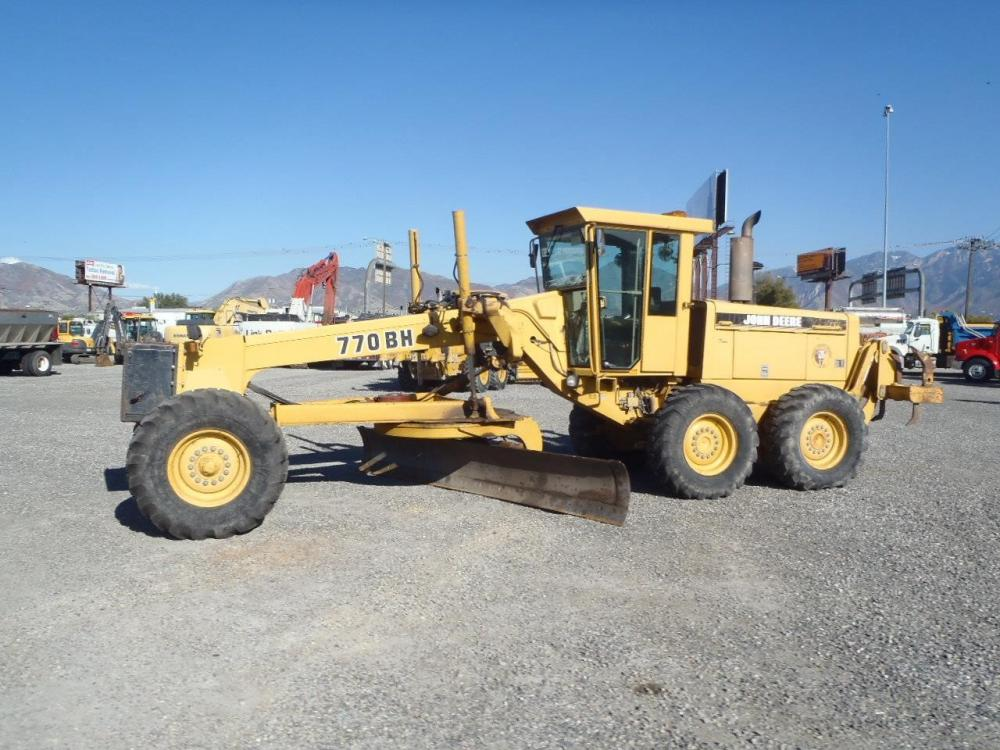 Detail photo of 1995 John Deere 770BH from Construction Equipment Guide