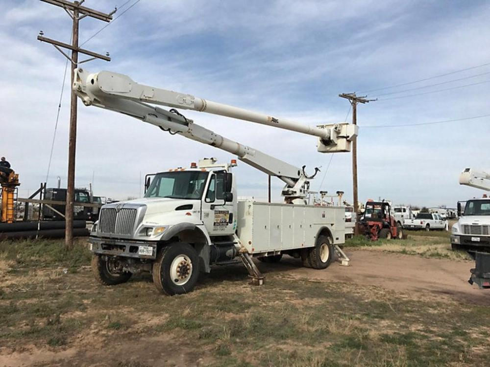 Detail photo of 2007 Altec AM900 from Construction Equipment Guide