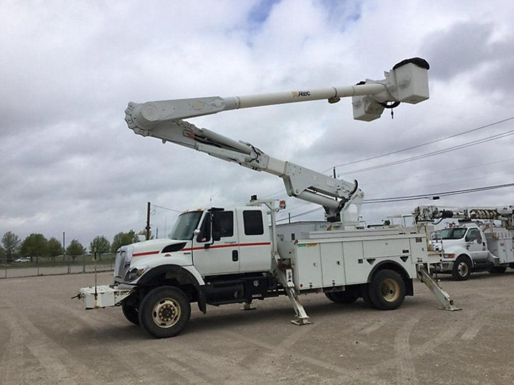 Detail photo of 2008 Altec AA55E MH from Construction Equipment Guide
