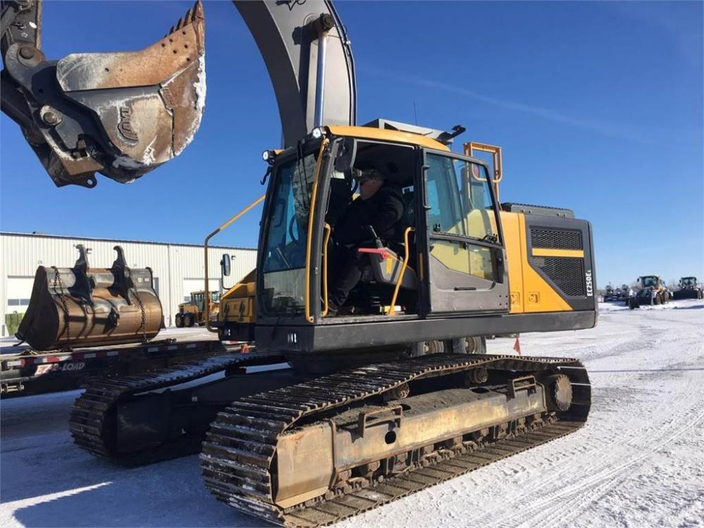 Detail photo of 2015 Volvo EC250EL from Construction Equipment Guide