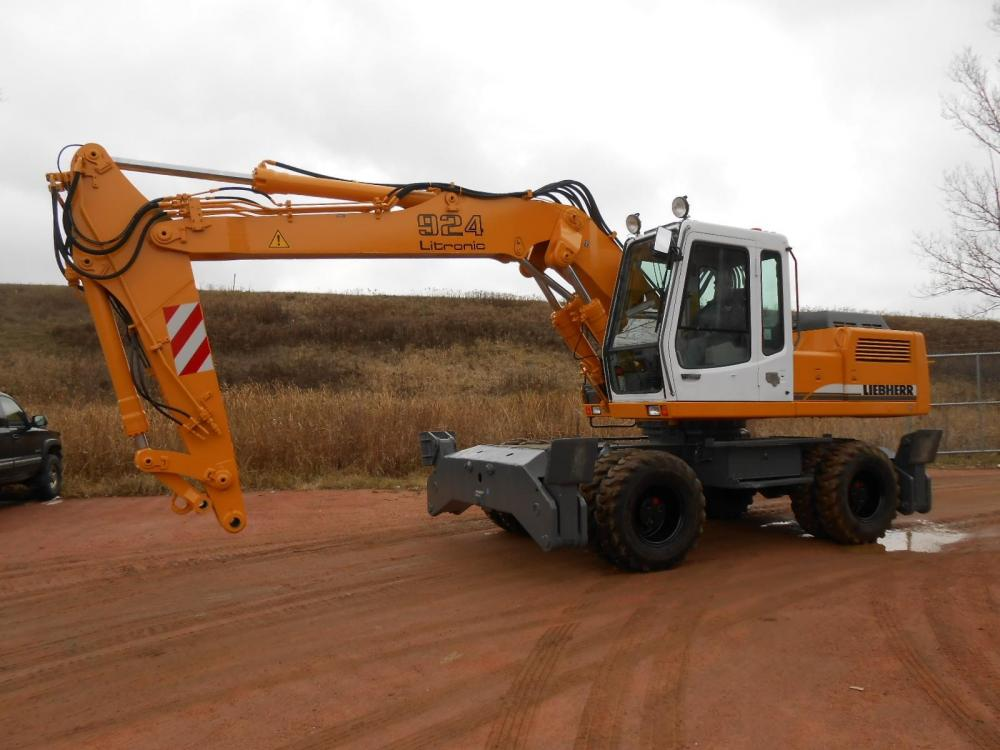 Detail photo of 1999 Liebherr A924 from Construction Equipment Guide