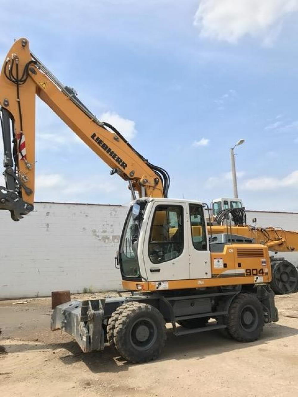 Detail photo of 2015 Liebherr A904C from Construction Equipment Guide