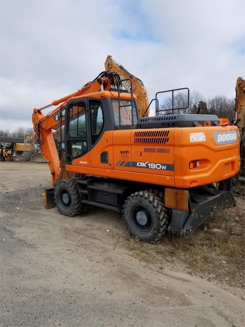 Detail photo of 2014 Doosan DX190W-3 from Construction Equipment Guide