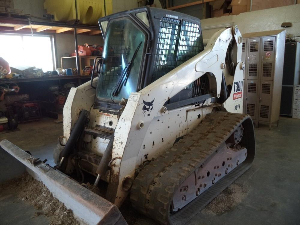 Detail photo of 2009 Bobcat T300 from Construction Equipment Guide