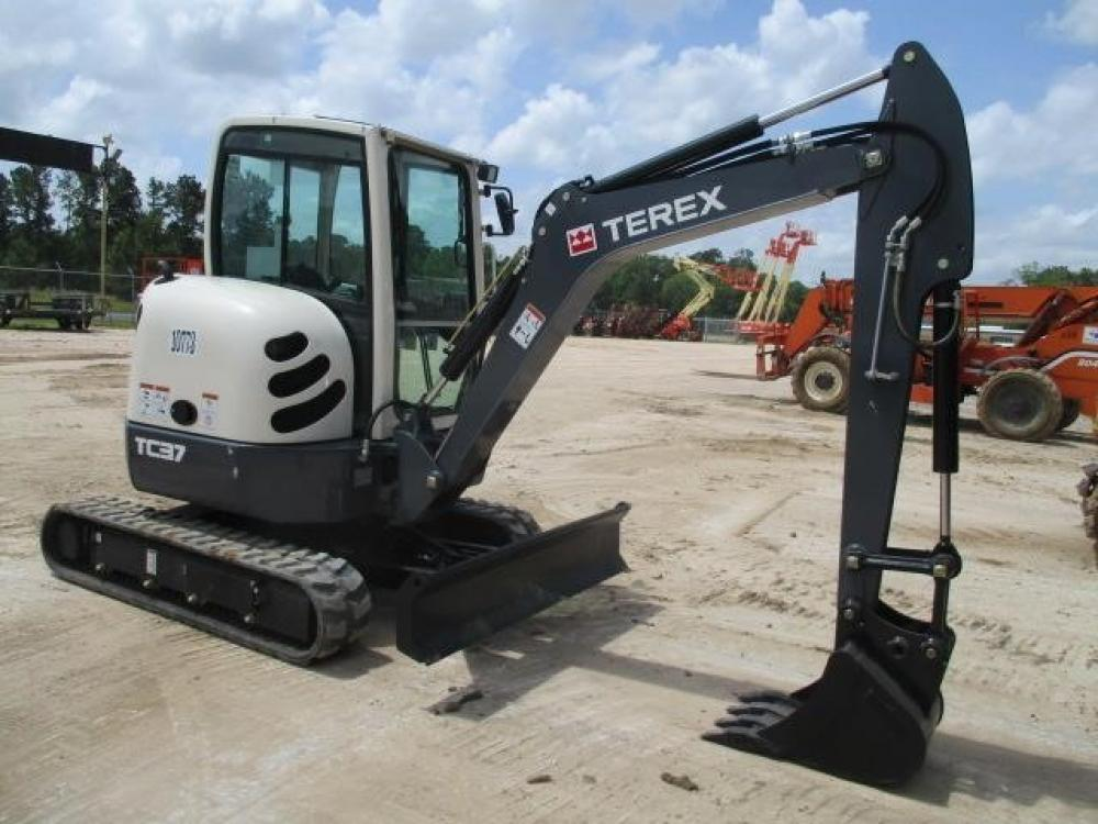 Detail photo of 2015 Terex TC37 from Construction Equipment Guide