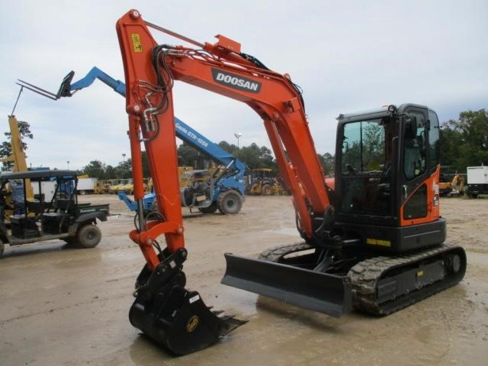 Detail photo of 2018 Doosan DX63-3 from Construction Equipment Guide
