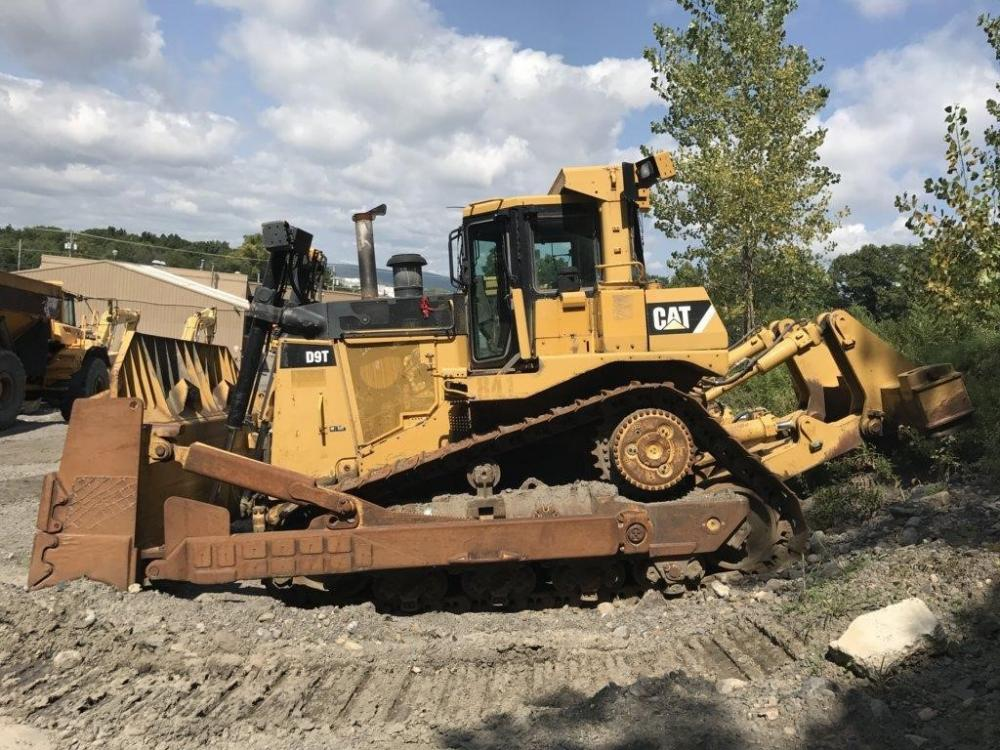 Detail photo of 2008 Caterpillar D9T from Construction Equipment Guide