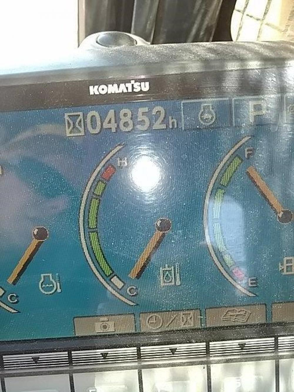 Detail photo of 2009 Komatsu PC138USLC-8 from Construction Equipment Guide