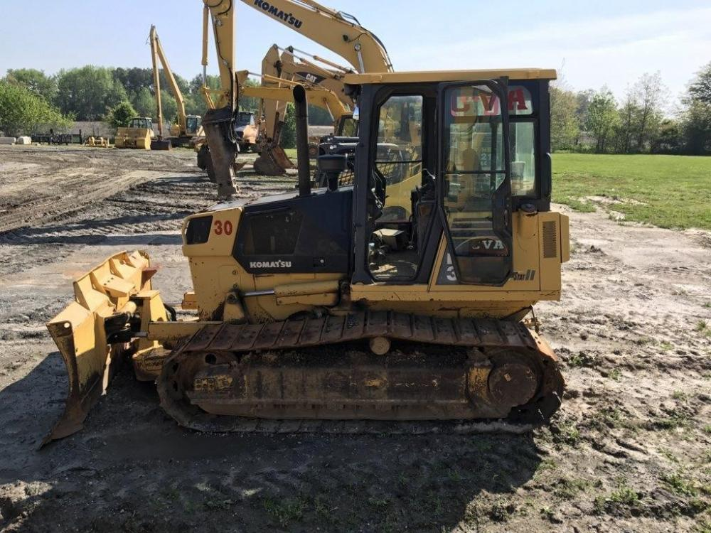 Detail photo of 2005 Komatsu D39EX-21A from Construction Equipment Guide