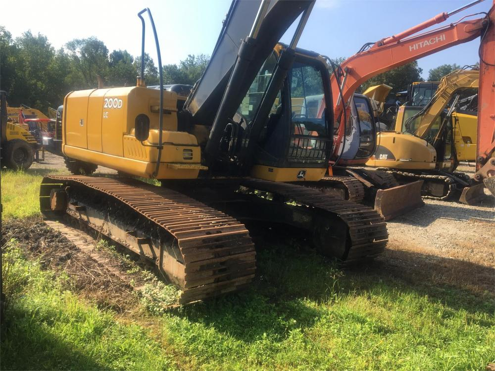 Detail photo of 2011 John Deere 200D from Construction Equipment Guide