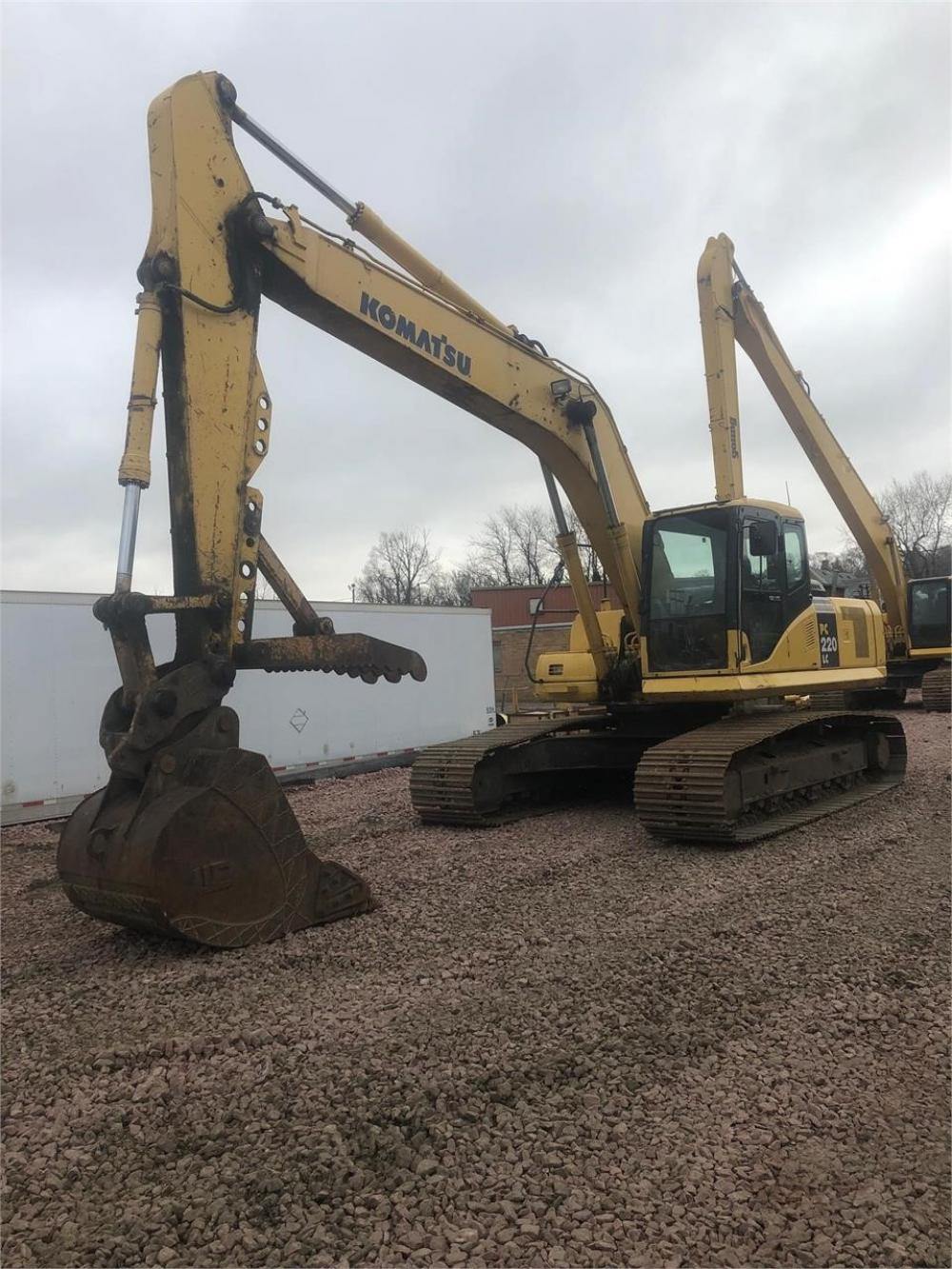Detail photo of 2005 Komatsu PC220LC-7 from Construction Equipment Guide