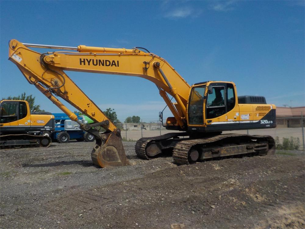 Detail photo of 2011 Hyundai ROBEX 320 LC-9 from Construction Equipment Guide