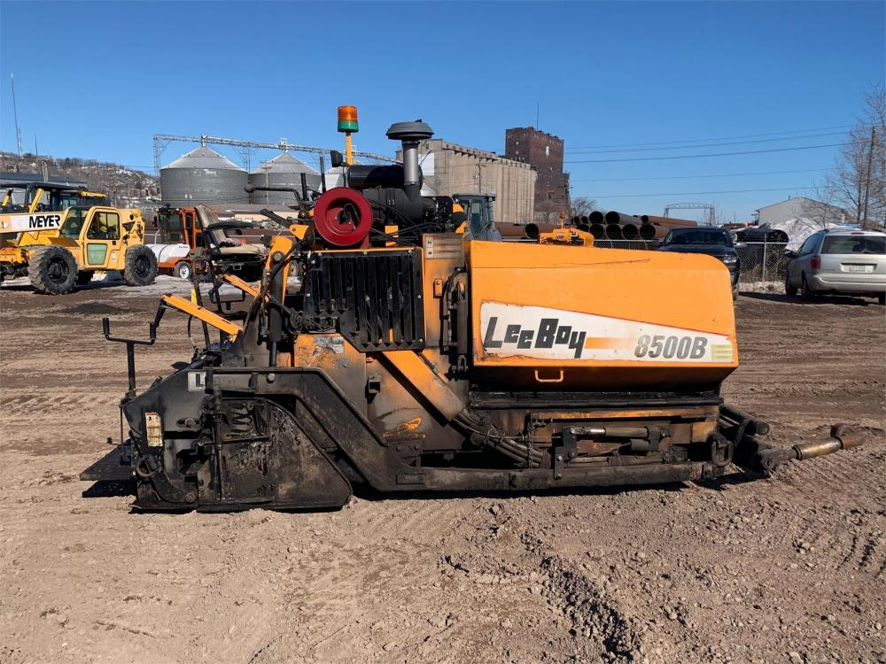 Detail photo of 2011 LeeBoy 8500B from Construction Equipment Guide