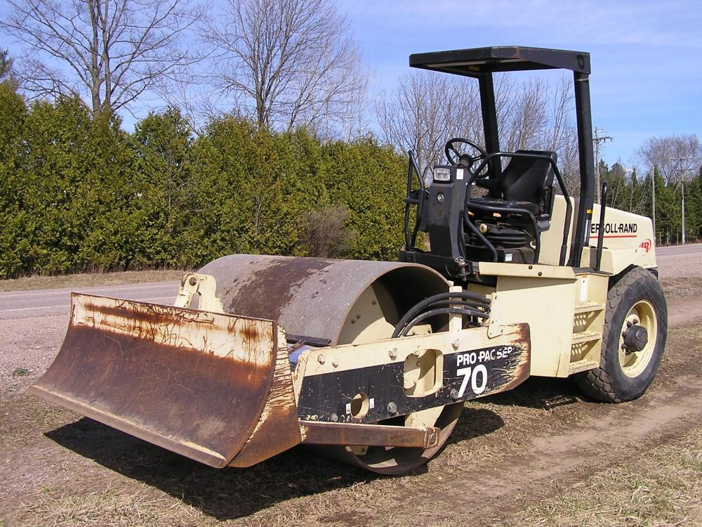 Detail photo of 2001 Ingersoll Rand SD70D from Construction Equipment Guide