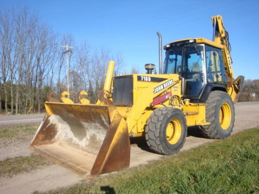 Detail photo of 2000 John Deere 710D from Construction Equipment Guide