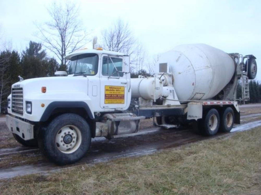 Detail photo of 2000 Mack RD690S from Construction Equipment Guide