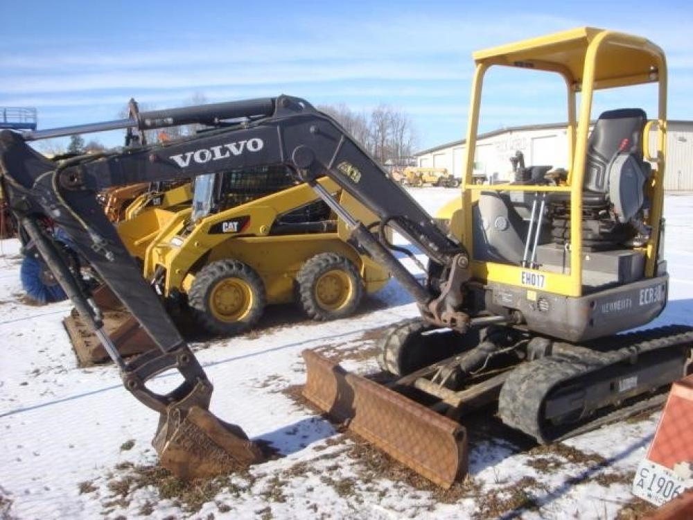 Detail photo of 2007 Volvo ECR38 from Construction Equipment Guide