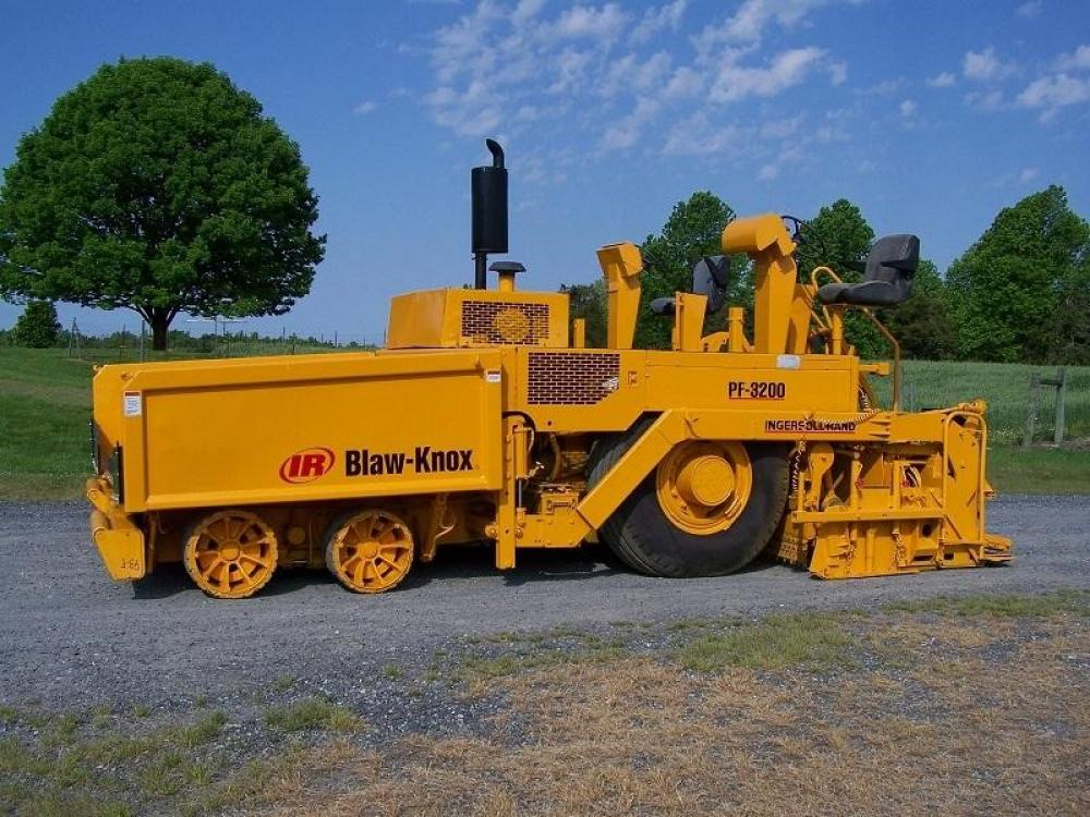 Detail photo of 2005 Blaw Knox PF3200 from Construction Equipment Guide