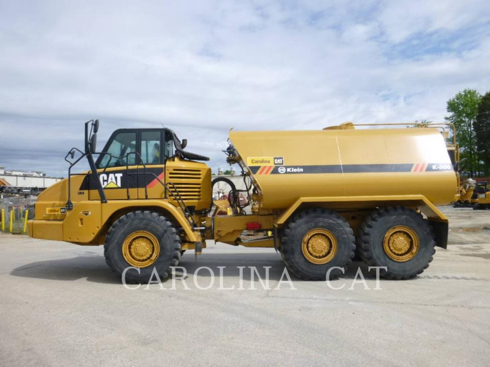 Detail photo of 2013 Caterpillar 725 from Construction Equipment Guide