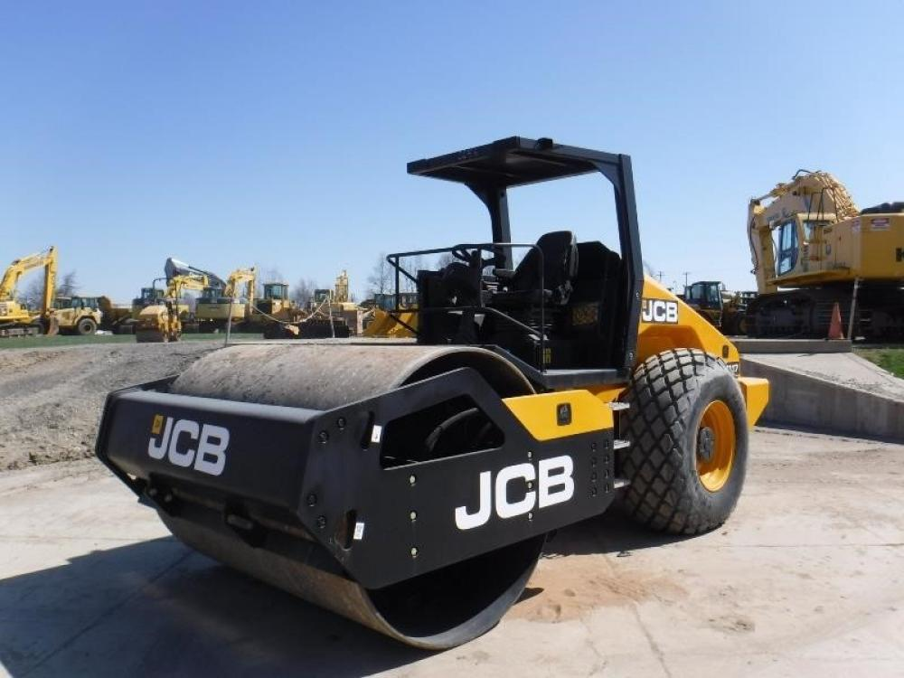Detail photo of 2015 JCB VM117D from Construction Equipment Guide