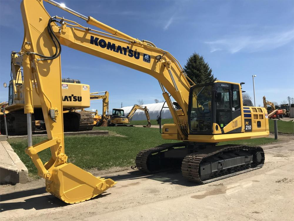 Detail photo of  Komatsu PC210-10 from Construction Equipment Guide