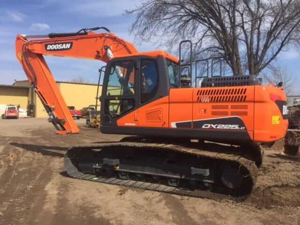 Detail photo of  Doosan DX225LC-5 from Construction Equipment Guide