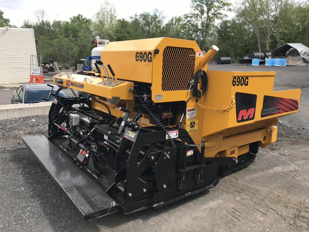 Detail photo of 2018 Mauldin 690G from Construction Equipment Guide