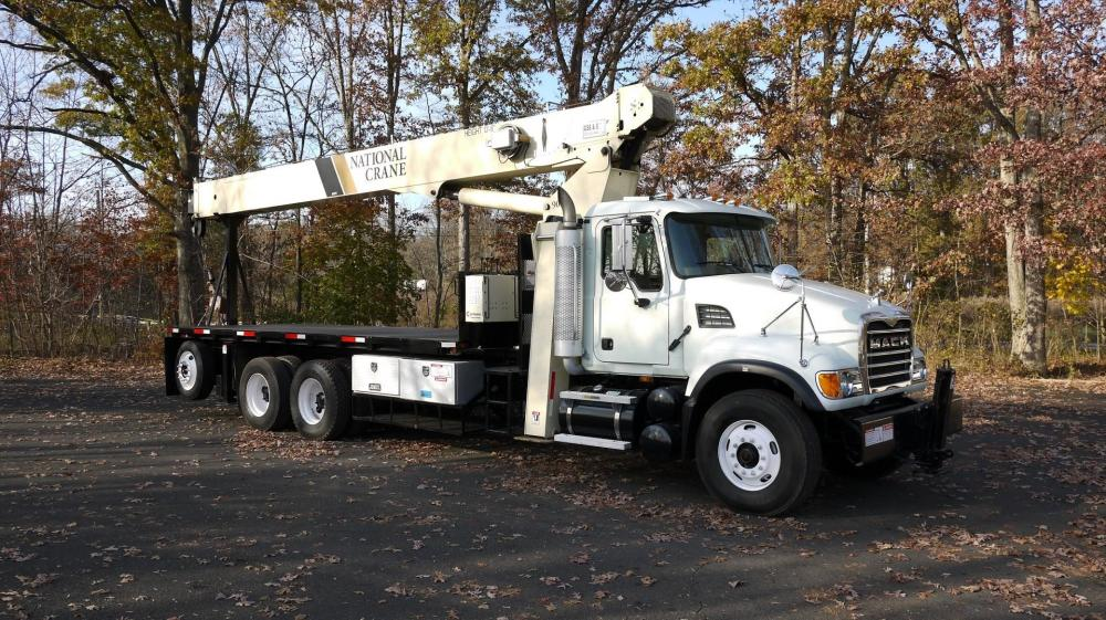 Detail photo of 2005 National 900A from Construction Equipment Guide