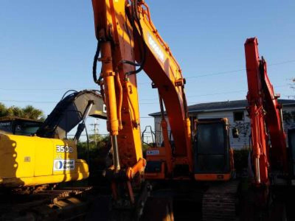 Detail photo of 2013 Doosan DX300LC-3 from Construction Equipment Guide