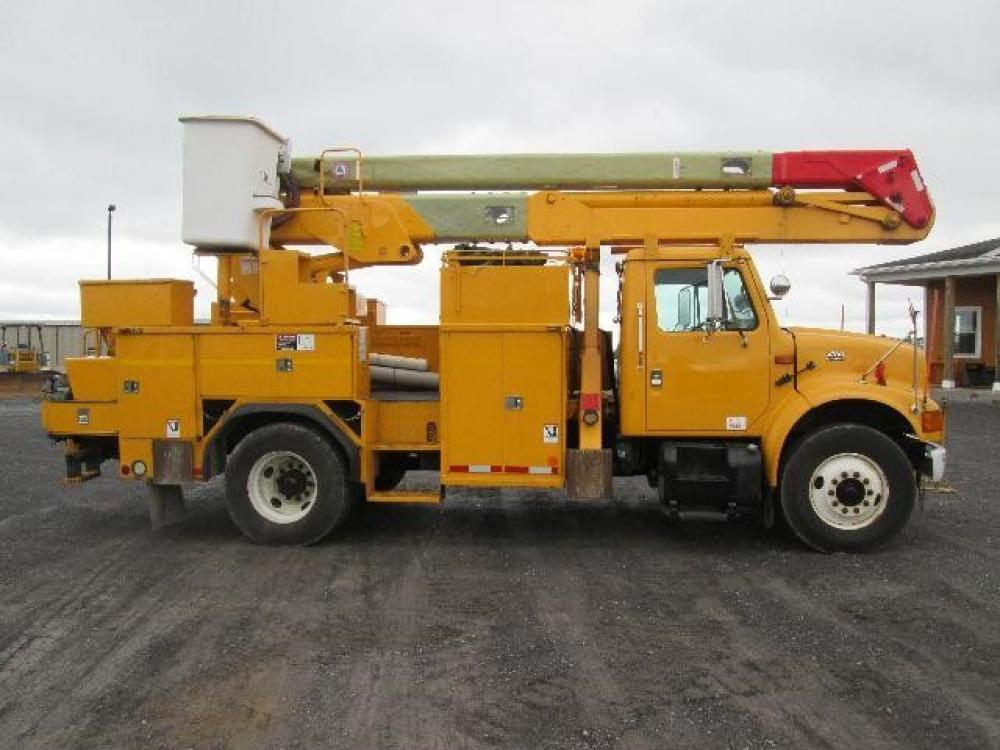 Detail photo of 2001 International 4700DT from Construction Equipment Guide