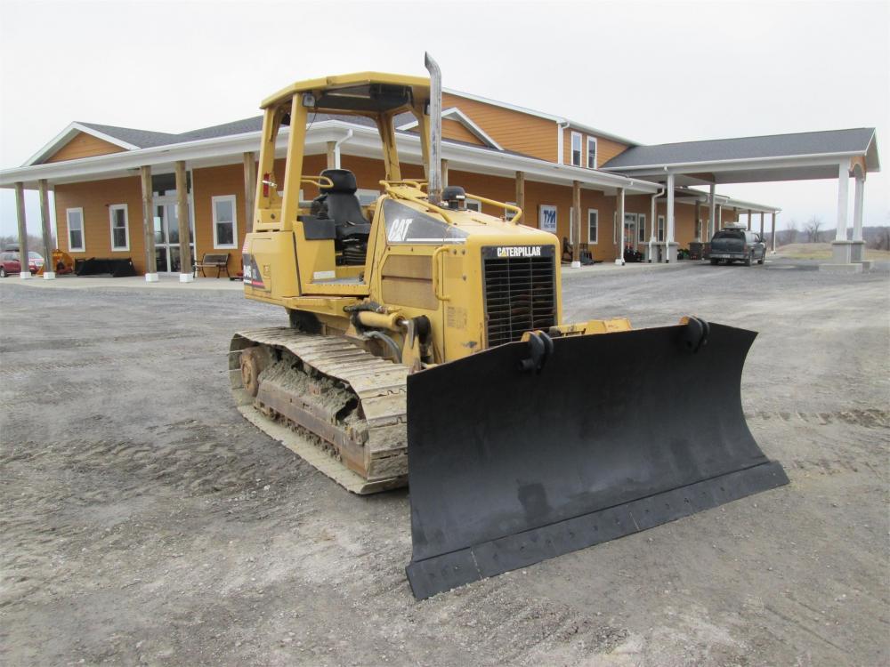 Detail photo of  Caterpillar D4G XL from Construction Equipment Guide