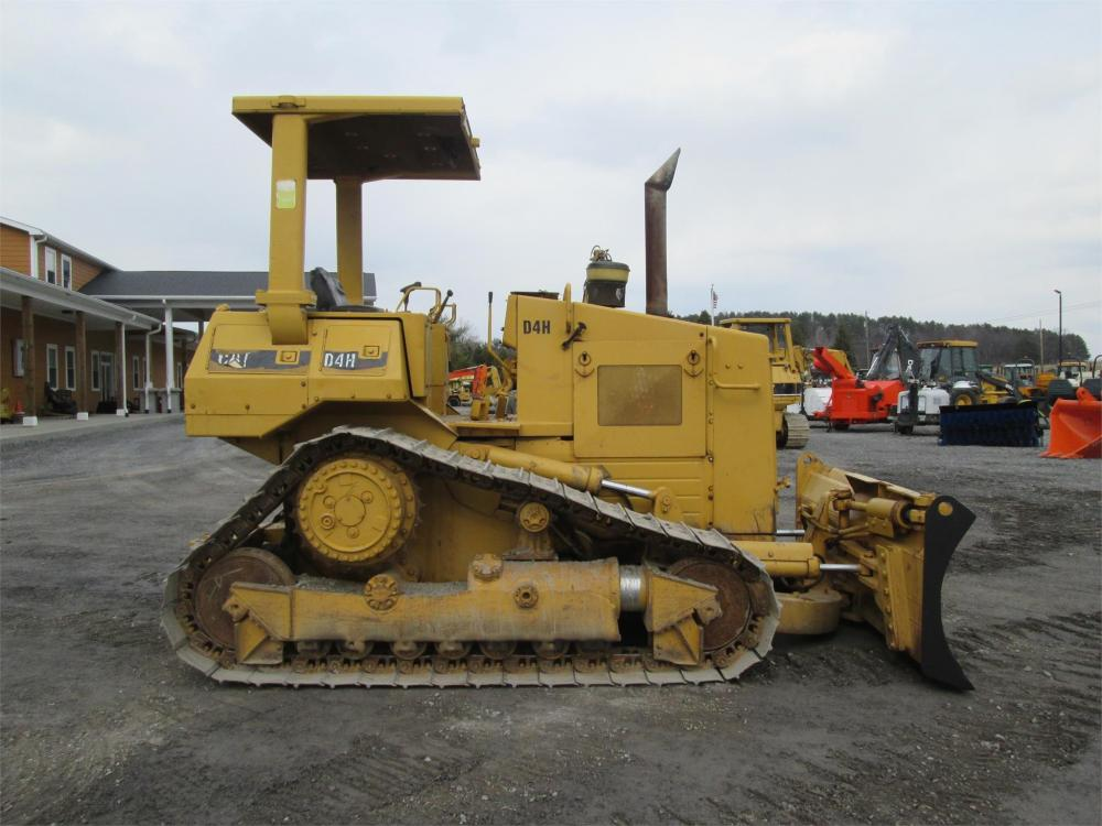 Detail photo of  Caterpillar D4H from Construction Equipment Guide