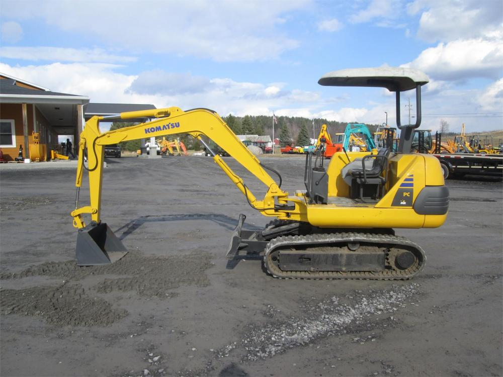 Detail photo of  Komatsu PC10-7 from Construction Equipment Guide