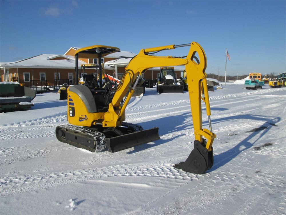 Detail photo of  Komatsu PC27MR-2 from Construction Equipment Guide