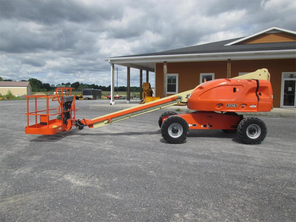 Detail photo of  JLG 400S from Construction Equipment Guide