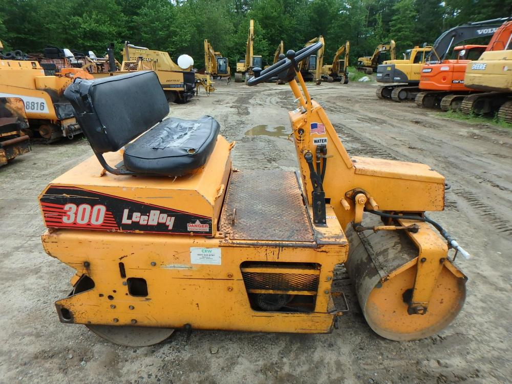 Detail photo of 2001 LeeBoy 300 from Construction Equipment Guide