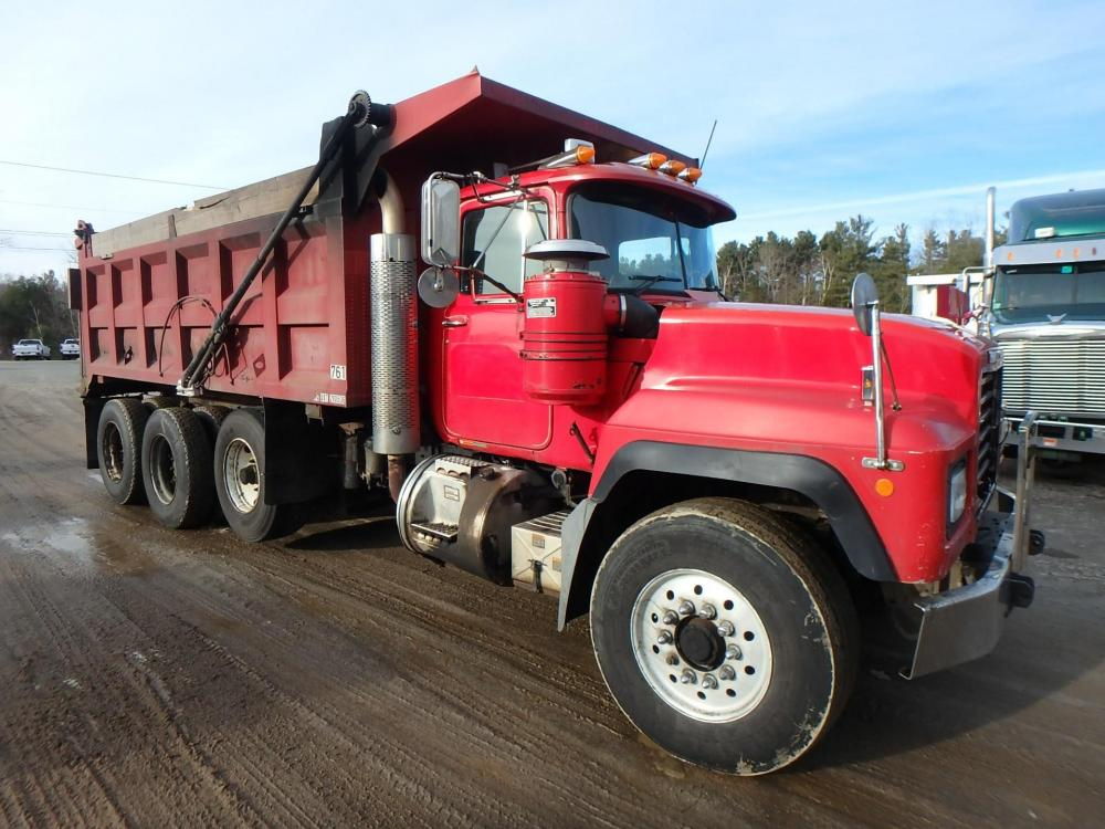 Detail photo of 1999 Mack RD688S from Construction Equipment Guide
