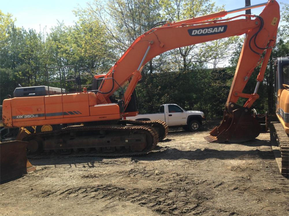 Detail photo of 2014 Doosan DX350LC-3 from Construction Equipment Guide