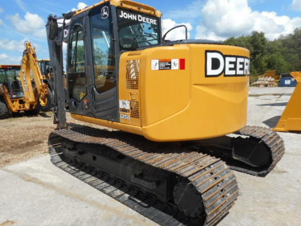 Detail photo of 2011 John Deere 135D from Construction Equipment Guide
