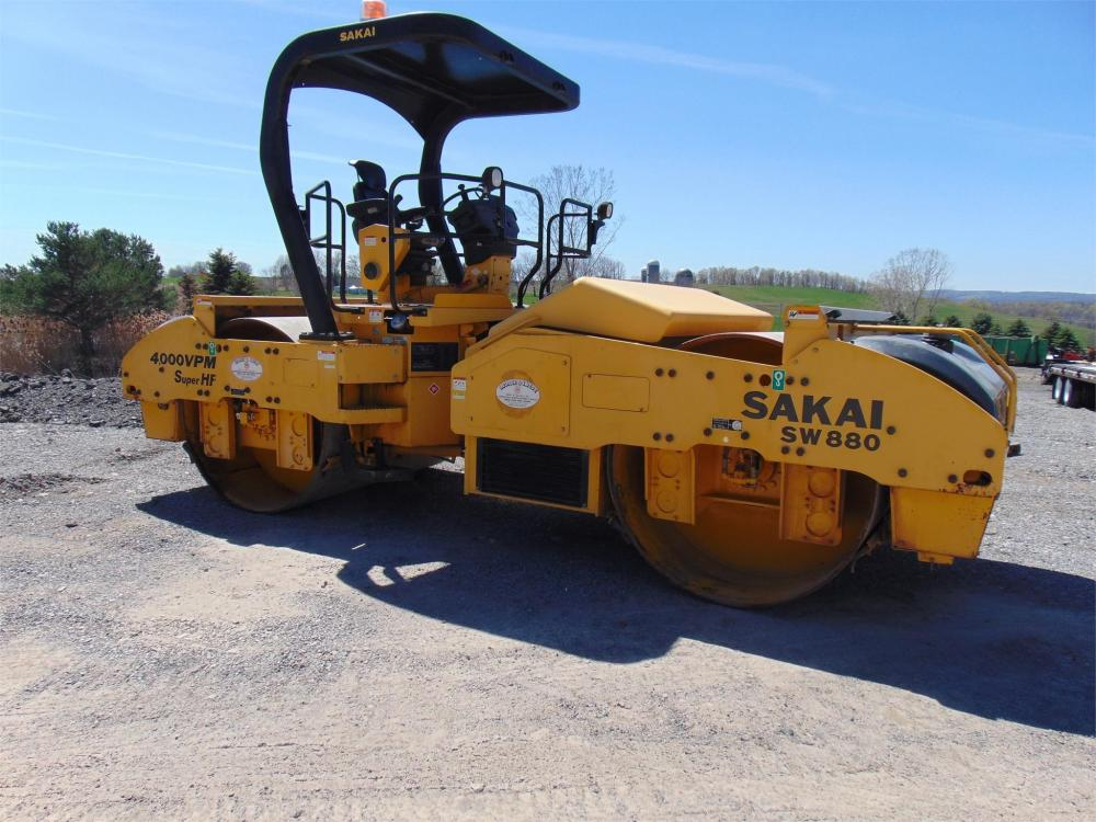 Detail photo of 2011 Sakai SW880 from Construction Equipment Guide