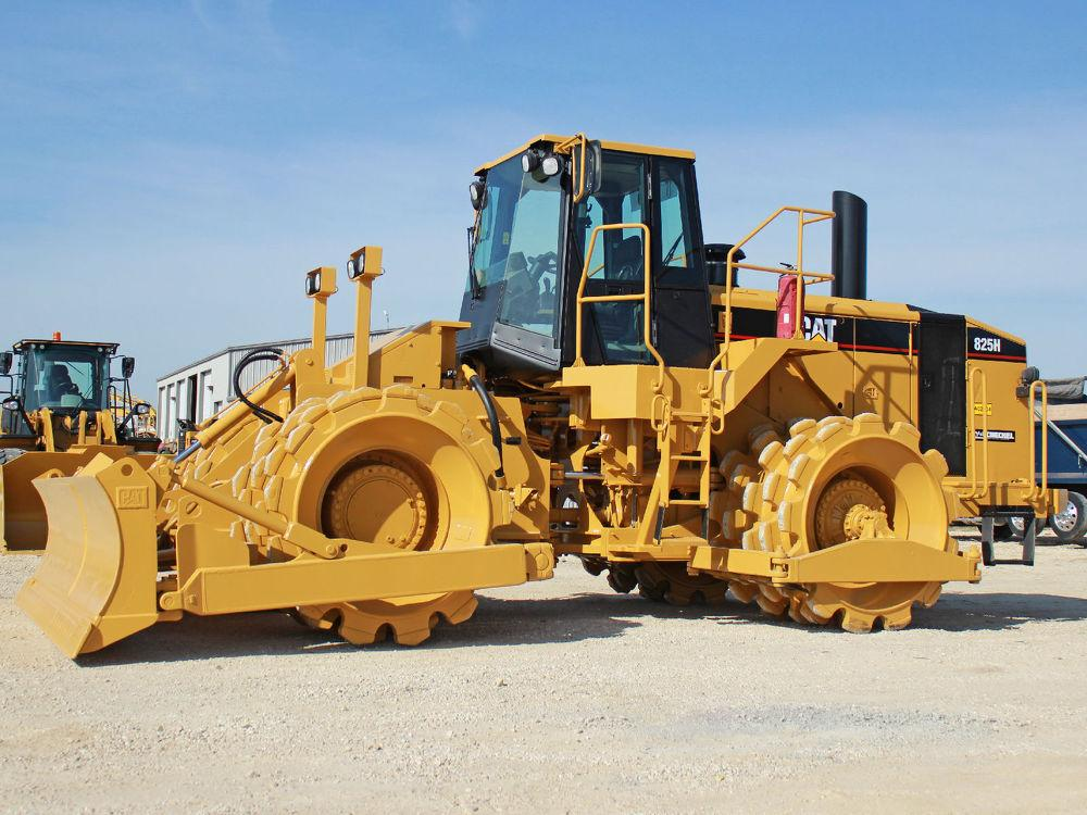 Detail photo of 2006 Caterpillar 825H from Construction Equipment Guide