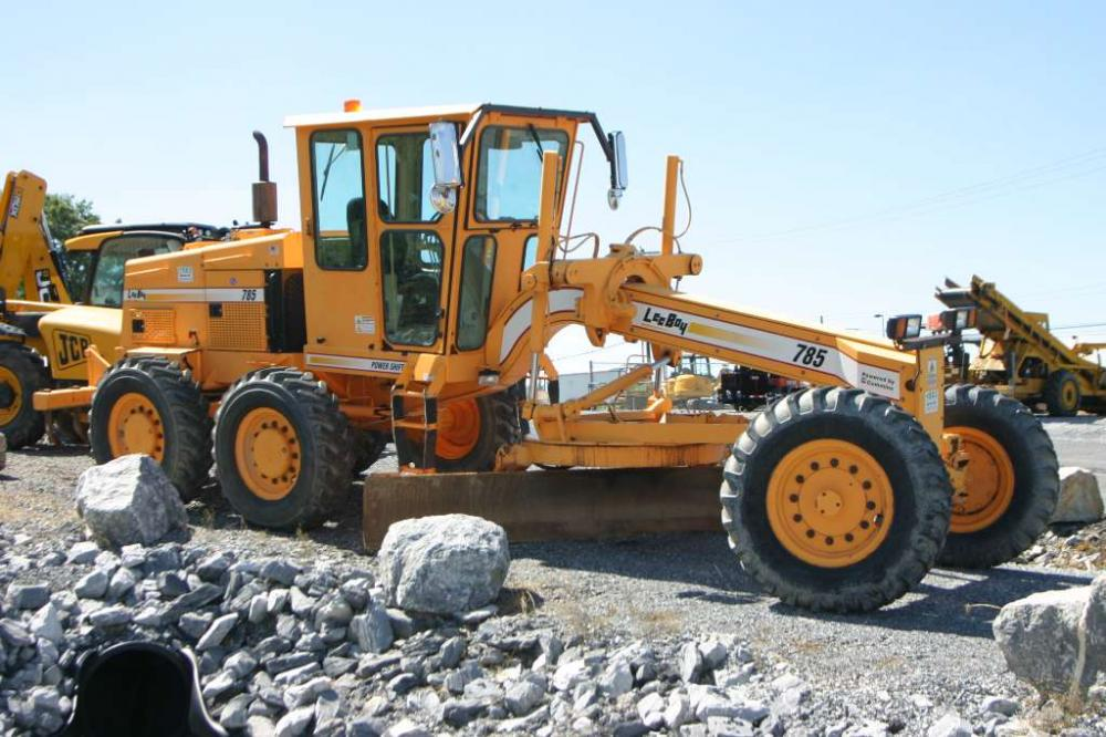 Detail photo of 2006 LeeBoy 785 from Construction Equipment Guide